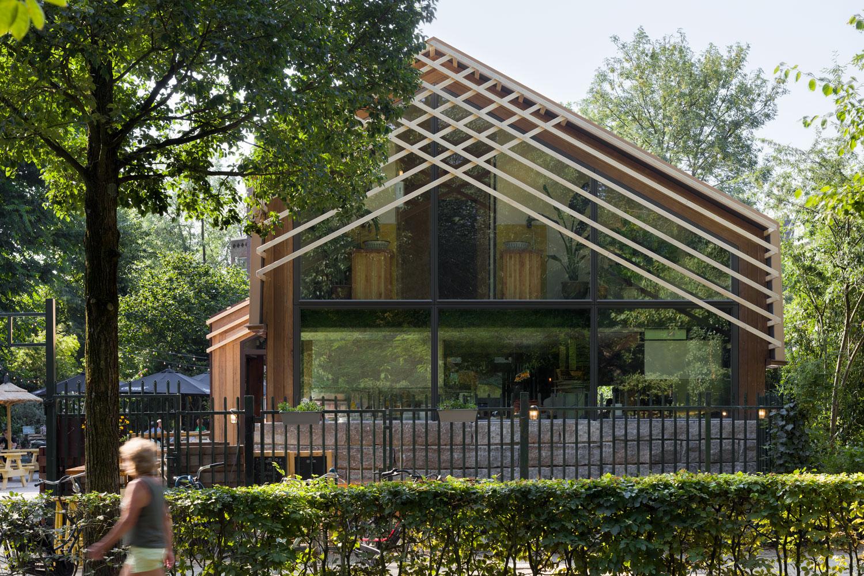 Horecapaviljoen-Vondeltuin-door-architecten