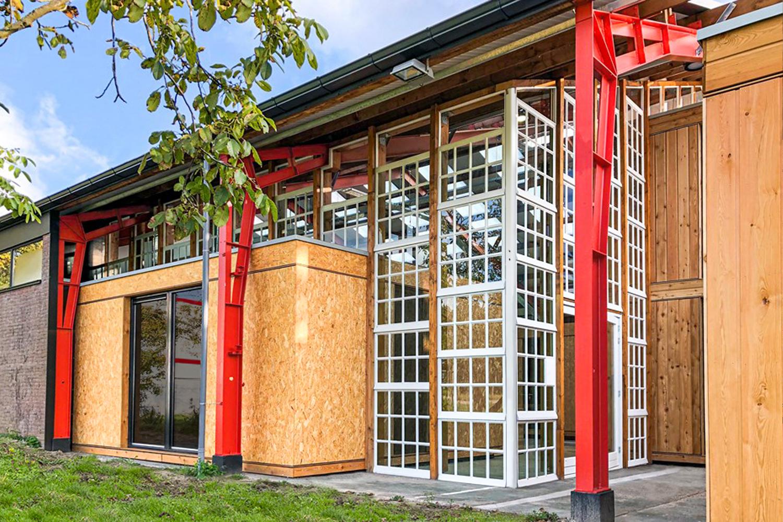 Circulaire-co-working-bedrijfsgebouw-door-architecten-outside view close up