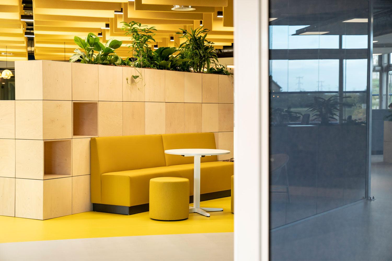 DOOR Architecten Rosmalen Interieur Kantoor Heijmans meeting space side